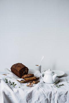 Cake rustique chocolat et noisettes