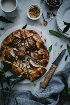 La tarte rustique poire-noisette