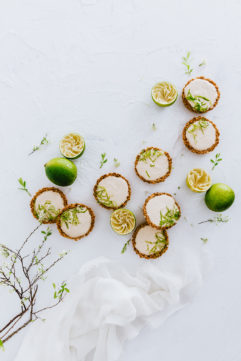 Tartes granola-cheesecake au citron vert