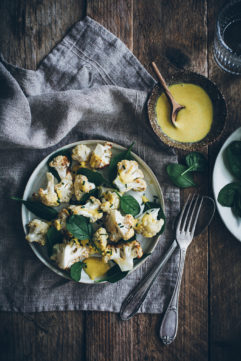 Chou-fleur roti et sauce curcuma